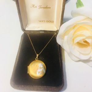 Jewelry - Vintage 14KT Solid Gold Round Locket (5.4 grams!)